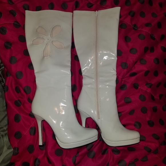 8d8c9e8bc43d legs avenue licensed by ellie Shoes - Platform costume boots